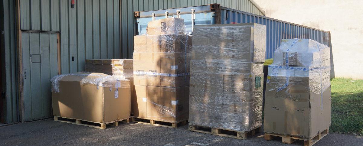 Cartons de luminaires offerts par SERMES